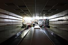 station de métro romaine (l.vicenzi) Tags: métro obscur rome rayons vide