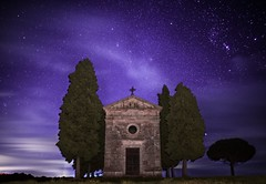 Night Church (ElGrillo89) Tags: pentax k1 pentaxk1 fullframe astro astrophotography fotografiaastronomica stelle stars sky skyfullofstars cielo cielostellato campagna country church chiesa clouds nuvole countryside toscana tuscany natura nature chapel valdorcia pentax28mm 28mm manfrotto astrotracer