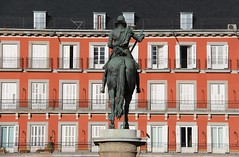 Plaza Mayor (richardr) Tags: madrid spain españa europe european history heritage historic old building architecture plazamayor red kingphilip sculpture jeanboulogne pietrotacca equestrian