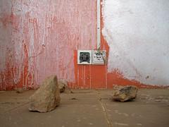 entre dos mundos (maximorgana) Tags: two orange white stone couple plug socket