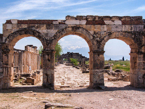 Nothern Roman Gate 190074.jpg