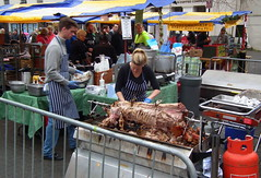 Carve The Pig (dhcomet) Tags: pig market christmaslights hertfordshire stalbans herts hogroast carvery