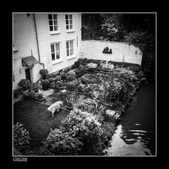 Bruges N3 (Pierre Deruet) Tags: blackandwhite bw texture composition photoshop belgique noiretblanc brugge squareformat bruges nostalgie lightroom formatcarr canong10