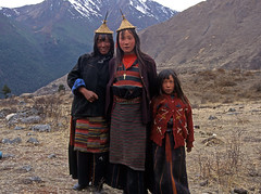 Bhutan_2003_059 Family in traditional Laya dress, Robluthang (QE-18) (Roger Nix's Travel Collection) Tags: portrait people snowman bhutan himalaya laya