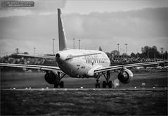 Easyjet Airbus A319-111 G-EZIU (Ian Garfield - thanks for over 2 million views!) Tags: park plane ian photography airport birmingham taxi aircraft country 15 off aeroplane landing airbus take airlines garfield runway sheldon easyjet a319 bhx avgeek geziu