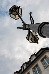 Unter der Laterne (AxelN) Tags: house deutschland cloudy haus lantern angular koblenz rheinlandpfalz schrg bewlkt vonunten lowangleshot heiter
