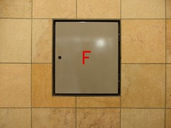 F Quadrat (mkorsakov) Tags: dortmund city innenstadt sticker aufkleber minimal wand wall typo letter quadrat square f grau grey rot red geometrie
