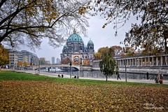 Autumn in James Simon Park. Berlin (Abariltur) Tags: abariltur castelln spain nikond90 afsdxnikkor1024mmf3545ged berlin spreeriver berlincathedral berlinerdom evangelicalsupremeparishandcollegiatechurchinberlin museumislandinthemitteborough jamessimonpark lustgarten germany