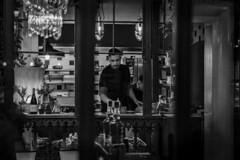 Mama Tere (CSAR GONZLEZ MUNTIN) Tags: restaurante restaurant gastro bar leon cocinero cooker barman attendant plazamayor castilla spain espaa negro comida blanco plaza mayor cristal glass old style bistro cheff