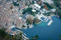 Riva del Garda - Lensbaby (eschborn.photography) Tags: eschborn eschbornphotography chapel bastione gardasee lago di garda italy italia italien 2016 november half marathon halbmarathon after 600m höhenmeter über city harbor coastline water houses church plaza people tiny boats ships iatlia lake town north ufer shore fall herbst autunno vacation short trip weekend fun hike walk riva del reiff
