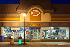 Librairies Boyer (waterfallout) Tags: librariesboyer store stores storefront storefronts retail quebec rural departmentstore night dusk exterior exteriors suburban suburbanliving canada