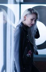 (Z-nas) Tags: fashion moda retrato portait gothic emo blonde rubia color beauty belleza gotica posado tfcd pose
