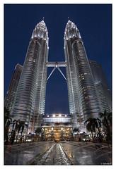Kuala Lampur Petronas Twin Tower (452m) (sylvain_p) Tags: world voyage light tower night canon wonderful landscape eau southeastasia tour lumire petronas tokina malaysia asie kuala kl fontaine malaisie kualalampur asiedusudest 1116mm