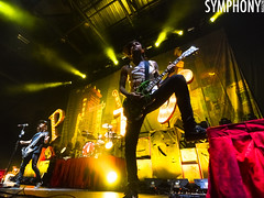 House Party Tour: Pierce The Veil (2) (MasterPpv) Tags: music mike houseparty magazine photography illinois concert tour atl livemusic tony il vic bloomington adaytoremember perry concertphotography fuentes symphony ptv thewonderyears musicphotography adtr twy alltimelow 2013 livemusicphotography piercetheveil uscellularcoliseum tonyperry housepartytour vicfuentes mikefuentes symphonymagazine masterppv pritenvora