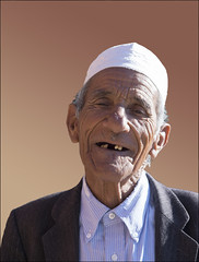 Never too late to be a model (Ciao Anita!) Tags: friends portrait man uomo morocco marocco guide portret ritratto marokko guida kasbah kasba aitbenhaddou gids kashba theperfectphotographer soussmassadaraâ fotoworkshopnl