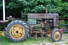 tractor johndeere modelm vision:text=0521 vision:outdoor=0955
