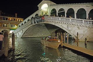 2013.05.21.012 VENISE - Quartier San Marco - Canal Grande et le pont du Rialto