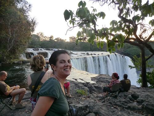 Zambia. Catarata Lumangwe. Paqui también se acerca al borde