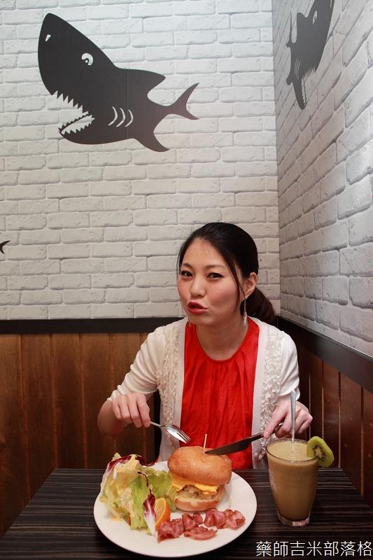 Shark_Bites_Toast_058