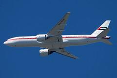 A6-ALN_777-2AN/ER_CYVR_4031 (Mike Head - Jetwashphotos) Tags: canada bc britishcolumbia uae yvr cyvr abudhabiamiriflight pacificregion 26rapproach boeing7772anera6aln