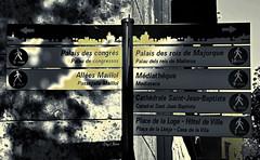 le choix des visites - the choice of visits (serial n N6MAA10816) Tags: desaturation urbain panneau nb bw rue street