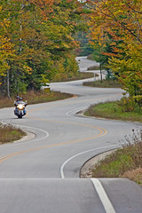 DREAM  RIDE (ddt_uul) Tags: road winding wisconsin door doorcounty fall leaves leaf asphalt highway bitumen blacktop tarmac ride motorcycle