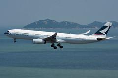 Cathay Pacific B-HLO (Howard_Pulling) Tags: hongkong airport hk china howardpulling nikon d7200 camera picture transport asia