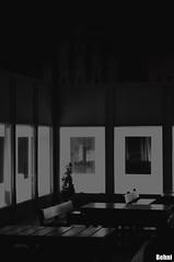 modern vs gothic (Behni88) Tags: modern gothic moderne modernistyczne gotisch gotyckie hintergrund background tlo light licht lumiere deriere hinten back grund ground black white schwarz weis noir swart vit bialy czarny szary grey grau bank lawka tisch table bord stol