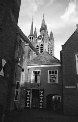 Delft, St. Agathaplein (Arne Kuilman) Tags: nikon f100 portra 400bw iso400 analogue film scan nederland netherlands 28105mm v600 ishootfilm kodak stagathaplein kerk church delft prinsenhof oudekerk