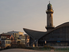 The Teapot and the Lighthouse (BCHTLCK) Tags: warnemnde rostock ostsee meckpomm mecklenburgvorpommern easternsea mecklenburghitherpomerania leuchtturm lighthouse teepot teapot abend evening