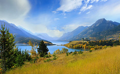 Autumn at Waterton Lakes (lfeng1014) Tags: panorama autumninwatertonlakes watertonlake watertonnationalpark alberta canada landscape canon5dmarkiii travel canadianrockies rockymountains lake autumncolours lifeng ef70200mmf28lisiiusm princeofwaleshotel