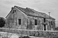 Stara kua (roksoslav) Tags: mirca bra dalmatia croatia 2016 nikon d7000 nikkor28mmf35