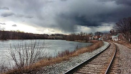 Spring rain #brompton #hains #sherbrooke #river #riviere #arbres #trees #sky #ciel #nuages #clouds #railroad #rail #track #railway #stlawrenceandatlantic #rain #pluie
