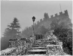 San Marino immerso nella nebbia (camperpida) Tags: san marino repubblica repubblic state italia italy castello torri castel tower nebbia fog
