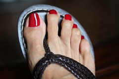 Asia (IPMT) Tags: red man hot sexy men feet fetish foot rojo zoya perfect asia toes flat miami chocolate painted gorgeous polish lindo thong barefoot stunning pedicure woven bernardo sandal toenails toenail bello pedi