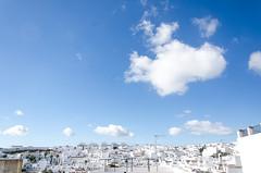 Pueblo blanco (eLuVeFlickr) Tags: sky white blanco town pueblo cielo