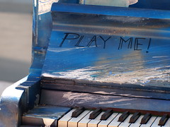 Touch me (Sasquash_1a) Tags: chile santiago music dog piano olympus manual gam epl1