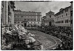 ...Tourists... (sermatimati) Tags: roma nikon estate atmosfera fontanaditrevi turisti sera  turistas magia touristes touristen folla   sermatimati  turiti