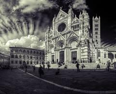 Duomo da Siena (Elliott Bignell) Tags: italien bw italy church monochrome italia cathedral dom kirche tuscany siena duomo toscana toskana splittoned vision:text=0539 vision:outdoor=0969 vision:sky=0547