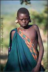 Surma, Peuple de l'Omo, thiopie - Suri, people of the Omo, Ethiopia ( Jean-Yves JUGUET ) Tags: africa boy tree field kid child artistic culture tribal east tribes bodypainting tradition ethiopia tribe ethnic rite arbre surma adornment pigments ethnology tribu suri ethiopie ethnie suris kibish nomadicpeople tulgit peopleoftheomovalley turgit peuledelavalledelomo