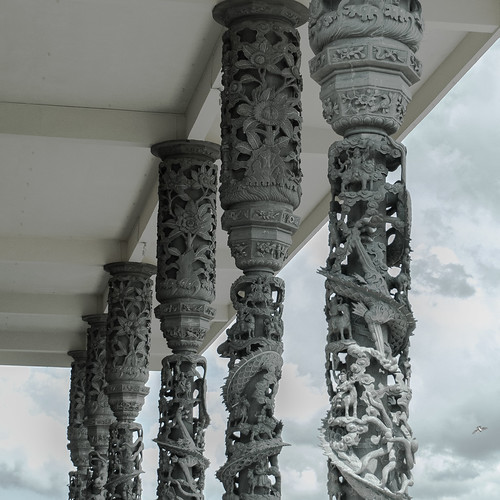 Dragon pillars