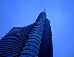 Fino al cielo! (Mg's pictures) Tags: milan skyscraper ita