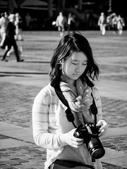 Chimping. (Bart) Tags: street red blackandwhite bw white black monochrome ir lost photography blackwhite thought noir candid strangers streetphotography olympus stranger nb micro infrared converted rue blanc infra lostinthought 43 noirblanc photoderue m43 mft 40150mm woodeffect lifepixel convertedir epl1 micro43 microfourthirds 43 mzuiko40150 mzuikodigitaled40150mmf4056r olympusdigitalzuiko40150mmf456ed olympus40150mmr
