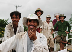 Mekong Delta. Rice farmers . (Robin Valk) Tags: smile hat laughing rice farmers humor delta vietnam portret mekong