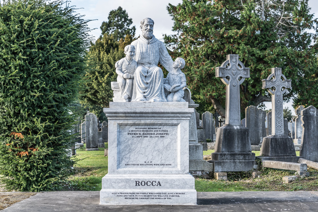 A QUICK VISIT TO GLASNEVIN CEMETERY[SONY F2.8 70-200 GM LENS]-122078