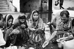 Kolkata - Calcutta (daniele romagnoli - Tanks for 15 million views) Tags: インド 印度 индия indien india romagnolidaniele d810 nikon asia الهند inde indiana indiani 인도 strada street road bianconero biancoenero bw indie sguardi calcuta calcutta blackandwhite people monocromo monochrome kolkata donne women preghiere preghiera devozione religione oración prayer prière religion induismo rito