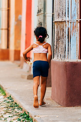 Streets of Trinidad (Simone Della Fornace) Tags: street streetphotography cuba trinidad girl running candid young kid barefoot colorful colors holding sony a7rii