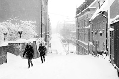 A snowy day (Per sterlund) Tags: snowy snow bnw bw baw monochrome mono sdermalm urvdersgrnd panasonic panasonicgx8 city people 2016 street streetphotography stockholm sweden schweden suecia sude scandinavia svartvitt sverige