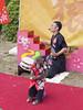 大阪城西之丸庭園-街頭藝人表演 (迷惘的人生) Tags: olympus omd em5 大阪 大阪城 西之丸庭園 街頭藝人 猴子