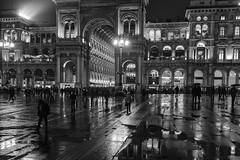 Milano - Novembre 2016 (Maurizio Tattoni....) Tags: italy lombardia milano autunno pioggia sera bn bw blackandwhite biancoenero monocrome leica